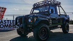 Land Rover Defender Pitch Black 1990, pronta per l'Apocalisse?