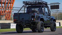 Land Rover Defender Pitch Black 1990 vista dal retro
