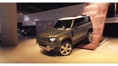 Land Rover Defender: prove dinamiche indoor