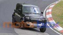 Land Rover Defender V8 2020: eccola impegnata al 'Ring