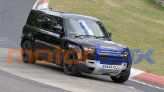 Land Rover Defender V8 2020: le foto spia