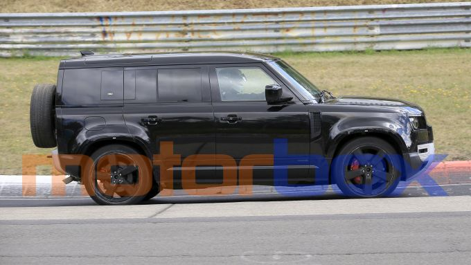 Land Rover Defender V8 2020: visuale laterale