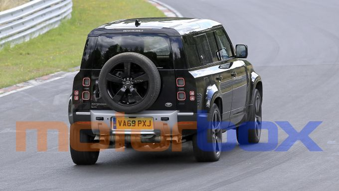 Land Rover Defender V8 2020: visuale posteriore