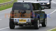 Land Rover Defender V8 2021, il posteriore