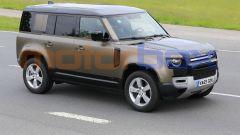 Land Rover Defender V8 2021, vista 3/4 anteriore
