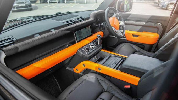Land Rover Defender Vesuvius Edition: gli interni