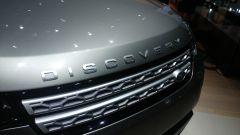 Land Rover Discovery 2017, cofano motore