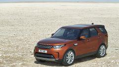 Land Rover Discovery 2017, il trequarti anteriore