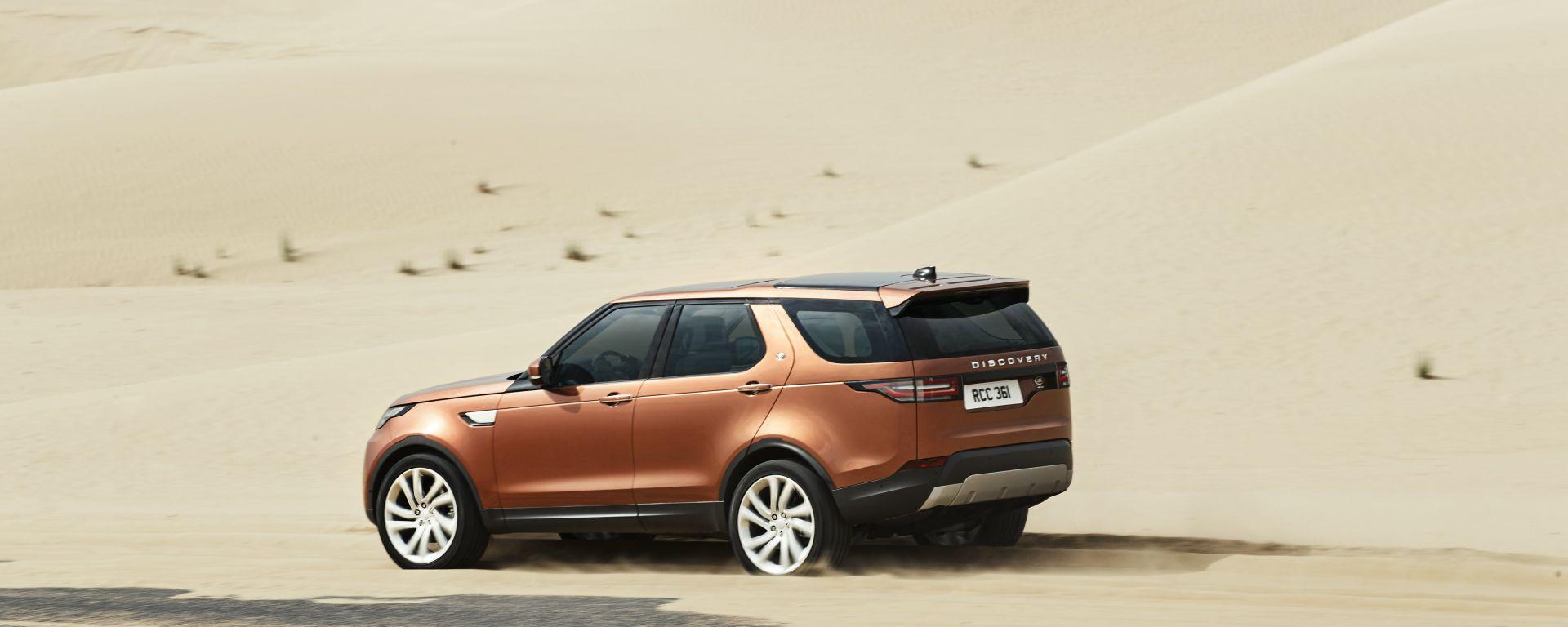 Land Rover Discovery 2017, malgrado il look cittadino è un fuoristrada doc