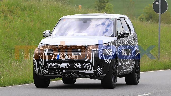 Land Rover Discovery 2020, anche plug-in hybrid?