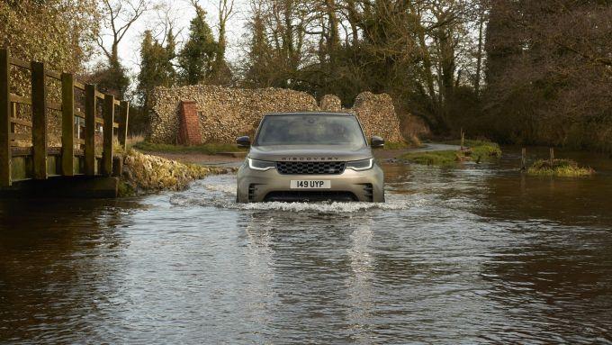 Land Rover Discovery 2020: fino a 90 cm di guado