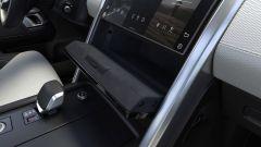 Land Rover Discovery 2020: il vano dietro i comandi del