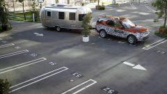 Land Rover Discovery: il video che mostra il funzionamento del sistema Tow Assistant