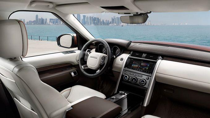 Land Rover Discovery sedan: l'abitacolo