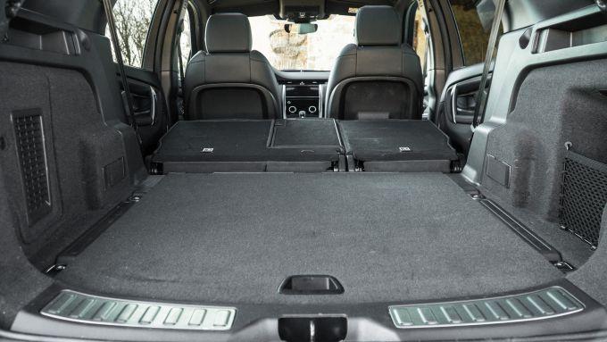 Land Rover Discovery Sport: il bagagliaio con lo schienale posteriore abbassato