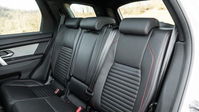 Land Rover Discovery Sport: il divanetto posteriore può scorrere avanti e indetro