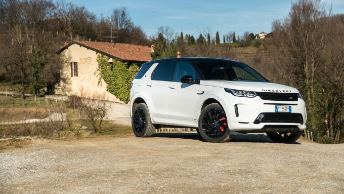 Land Rover Discovery Sport: il frontale