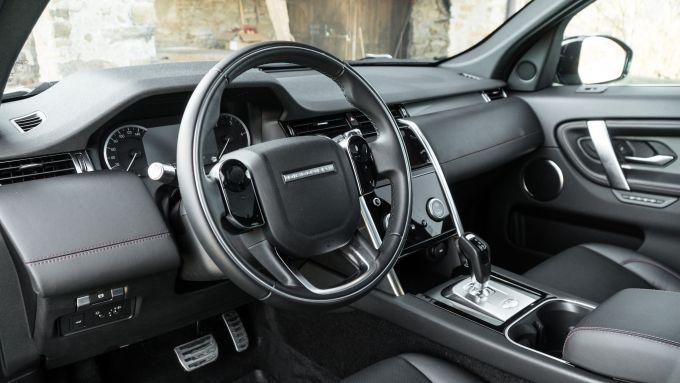 Land Rover Discovery Sport: il ponte di comando del SUV
