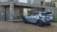 Land Rover Discovery Sport P300e, autonomia elettrica di 64 km