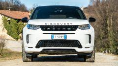 Land Rover Discovery Sport: proiettori affilati e spalle larghe
