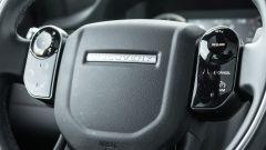 Land Rover Discovery Sport: un dettaglio dei comandi sul volante