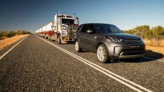 Trascina un autotreno da 110 tonnellate: l'impresa di Land Rover Discovery - Immagine: 1