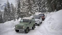 Land Rover Defender: un teaser in cima alle Alpi francesi - Immagine: 1
