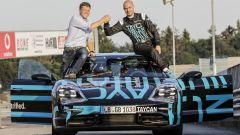 Lars Kern con Stefan Weckbach, Vice Presidente della Linea di Prodotto Taycan