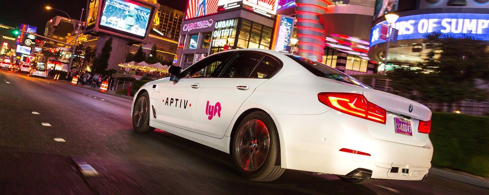 Las Vegas: uno dei taxi robot di Lyft, allestiti da Aptiv su base BMW