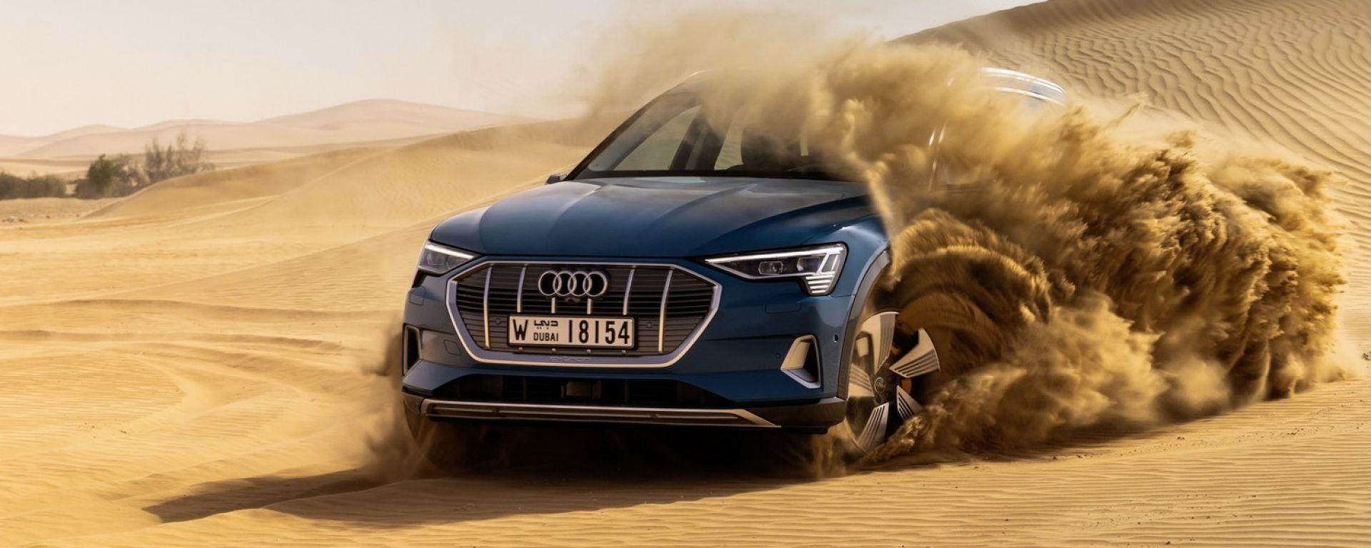 L'Audi e-tron alle prese con la sabbia del deserto di Abu Dhabi