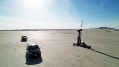 L'auto a vento Blackbird nel deserto del lago salato di El Mirage, vicino a Los Angeles