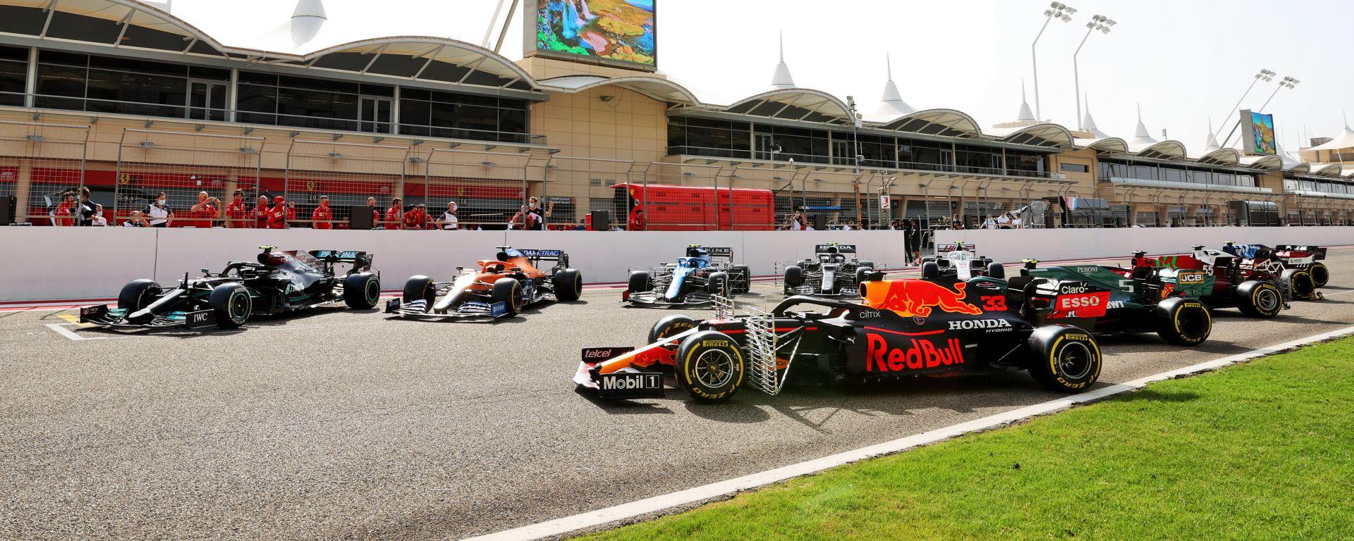 Le 10 auto 2021 sul rettilineo del Bahrain