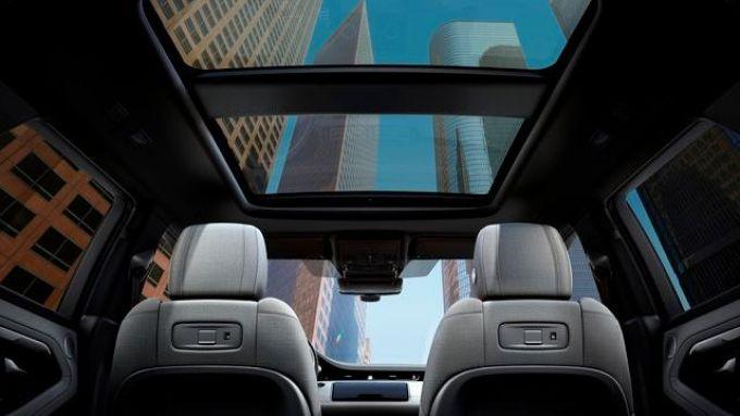 Le ampie vetrate dei SUV Range Rover Urban View Segway-Ninebot