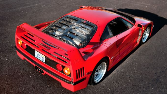 Le auto italiane più iconiche con motore V8: la Ferrari F40