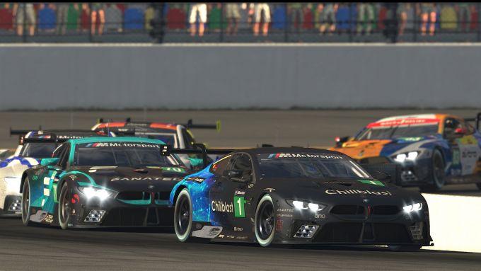 Le BMW M8 GTE si sfidano in pista a Daytona