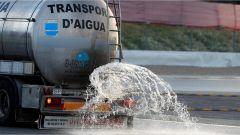 Le cisterne d'acqua che bagnano il Circuito di Barcellona - F1 2017