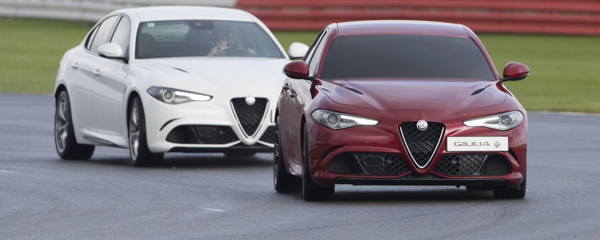 Le due Alfa Romeo Giulia Quadrifoglio impegnate nel record