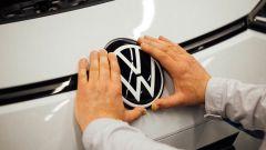 Le elettriche Volkswagen cambieranno logo. Anzi, no