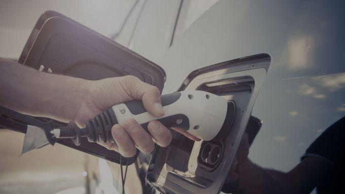 Le emissioni delle PHEV sono davvero più basse di Diesel e benzina?