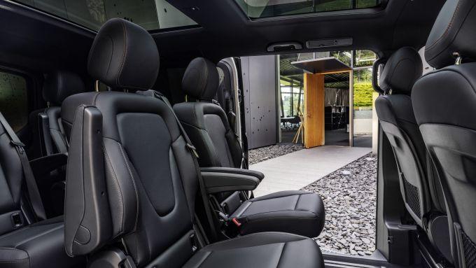 Le file posteriori di Mercedes EQV