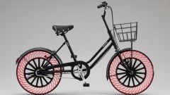 Le gomme senza camera d'aria di Bridgestone sulle biciclette a Tokyo