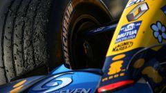 Le Michelin sulla Renault R26 di Alonso