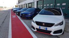 Le Peugeot 308 GTi schierate prima di entrare n pista