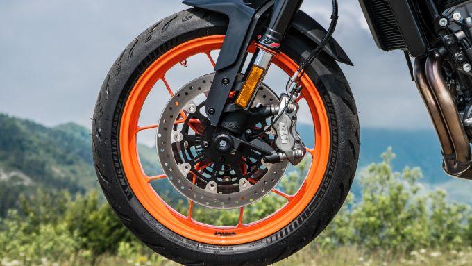 Le pinze freno della KTM 790 Duke sono prodotte da J.Juan