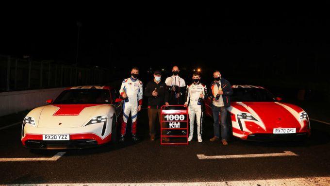 Le Porsche Taycan del record: 1.000 km in 13 ore