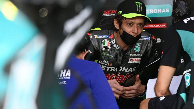 Le prima giornata di Valentino Rossi in sella alla Yamaha M1 del team Petronas