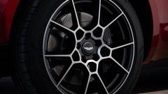 Le ruote da 22 pollici della Aston Martin DBX