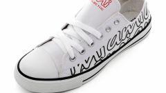 le scarpe da tennis in tela
