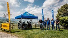 Le Yamaha Super Ténéré 1200 insieme allo staff del Blue Bike Camp, il corso in fuoristrada di Daniele Madrigali