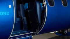 Learjet 31 Nel blu dipinto di blu by Garage Italia Customs: la scaletta è ricoperta in morbida moquette